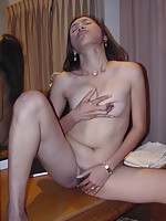 Nana Plaza bargirl plays with her Thai pussy in shorttime