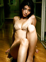 Manami Hashimoto teases us with her tits and ass in a bikini