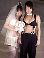 Two gravure idol hotties posing as wife and wife in their bikinis