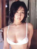 Sultry big breasted gravure idol steams it up in her red bikini