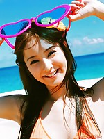 Gravure idol is incredibly beautiful in her bright orange bikini