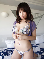 Beautiful gravure idol has a killer body wrapped in a lingerie
