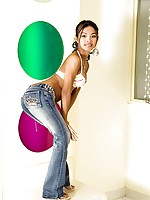 Thai beauty Tussinee stripping out of her tight jeans