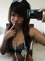 Incredibly cute Thai girl Min takes some hot selfshot pics in the mirror