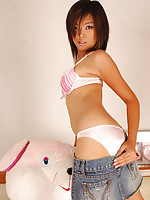 Cute Thai Nan dropping pink panties