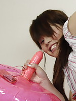 College student Kelly achieves great orgasms while riding her bouncing dildo