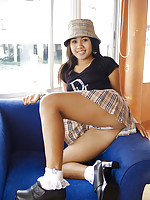 Wearing a cute hat Asian Joon Mali spreads her legs wide