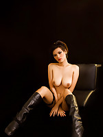 Roxie in leather boots posing her big tits