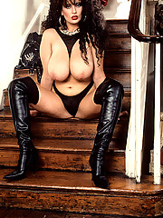 Big Lisa in leather showing off pussy