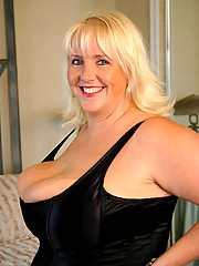 Daphne Stone and her huge guns get freaky for some amateur house fucking