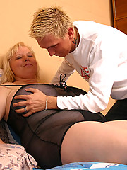 Lucky youngster drills overweight milf�s snatch