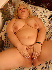 Aged heavyweight whore shows her smooth snatch