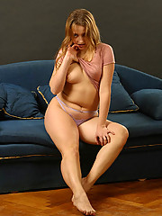Full kitty shows her yummy smooth body on camera