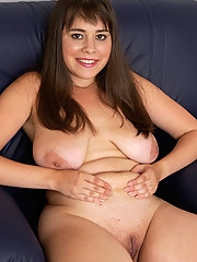 Sexy young shaved chubby shows pussy
