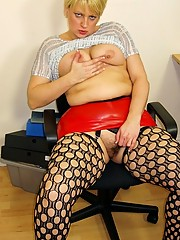 Hot n horny secretary in tight red rubber mini and fishnets