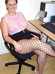 Large rumped secreteary in mini skirt and fishnets