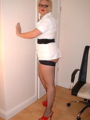 Curvy nurse in stockings shows pink