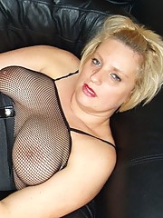 Slutty looking milf gives blowjob in her bodystocking