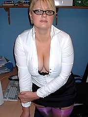 Bored stocking clad secretary working her toy