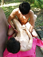 Kissing twinks go for intense outdoor butt-riding