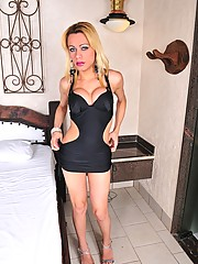 Hot Blonde Tranny Agatha McCartney Posing