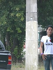 Nikki Montero picking up Fernanda Barros in the streets