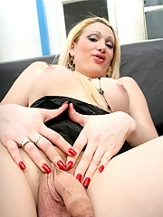 Innocent tranny Roxana showing her private parts
