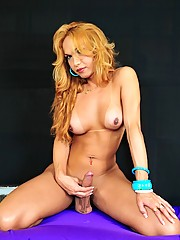 Tgirl Carla Abiazzi Shows Her Irresistible Cock