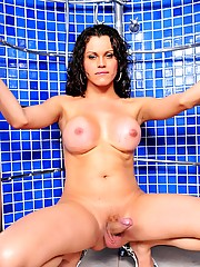 Nicole Marques gets horny in the shower room