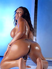 Oily Arabical Mariam Micol Exposing Herself