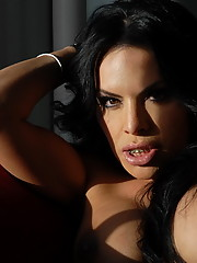 Transsexual Foxxy posing her luscious juggs