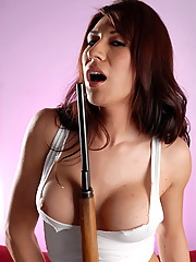 Horny Victoria just loves to play with her guns
