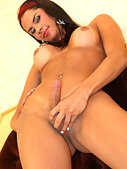 Brazilian transsexual Marcelly Araujo marks her debut with a bang. The orgasm in this set is probably one of the most explosive I\