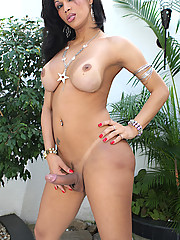 26 year old tranny from Sao Paulo is dressed to kill, flaunting her sexy body.