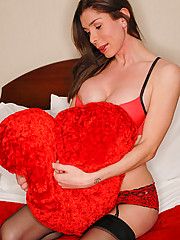 Sweet Krissy is looking for a lover to keep her warm this valentines day, are you that special someone?
