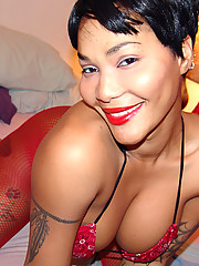 Tattooed goddess Pocahontas just can\