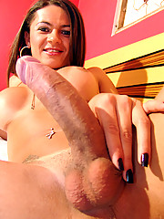 Kelly is 22 and loves to penetrate ass for hours!