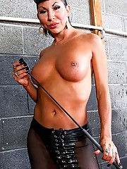 Tranny Mistress Ariel Everitts delights in teasing you with the very sight of her. Her body is so tantalizing, so mesmerizing!