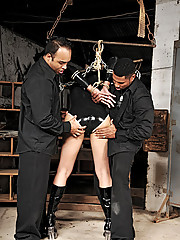 Tranny cop caught by prisoners and ravaged