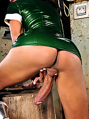 Sexy video and picture of hot shemale in latex
