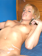 Really hot tranny with great body gets cummed on
