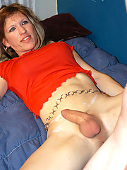 Cute tranny spreads her legs to get banged