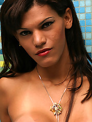 Tranny babe shows her man that she wants to be on top