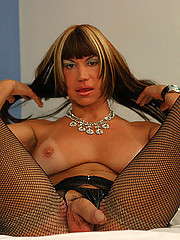 Tranny amateur babe gives up some good head in these pix