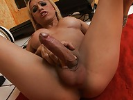 Horny tranny fingering her wet asshole & jerking off