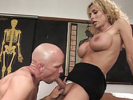 Gia Darling fucks the cleaning crew in the ass