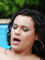 Luscious tranny babe tanning by pool