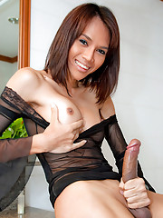 Kinky Minty gets wet and wild with her new dildo