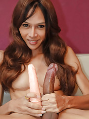 Longmint take 9inch dong in her ass