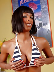 Chocolate sweetheart Natassia posing and stripping